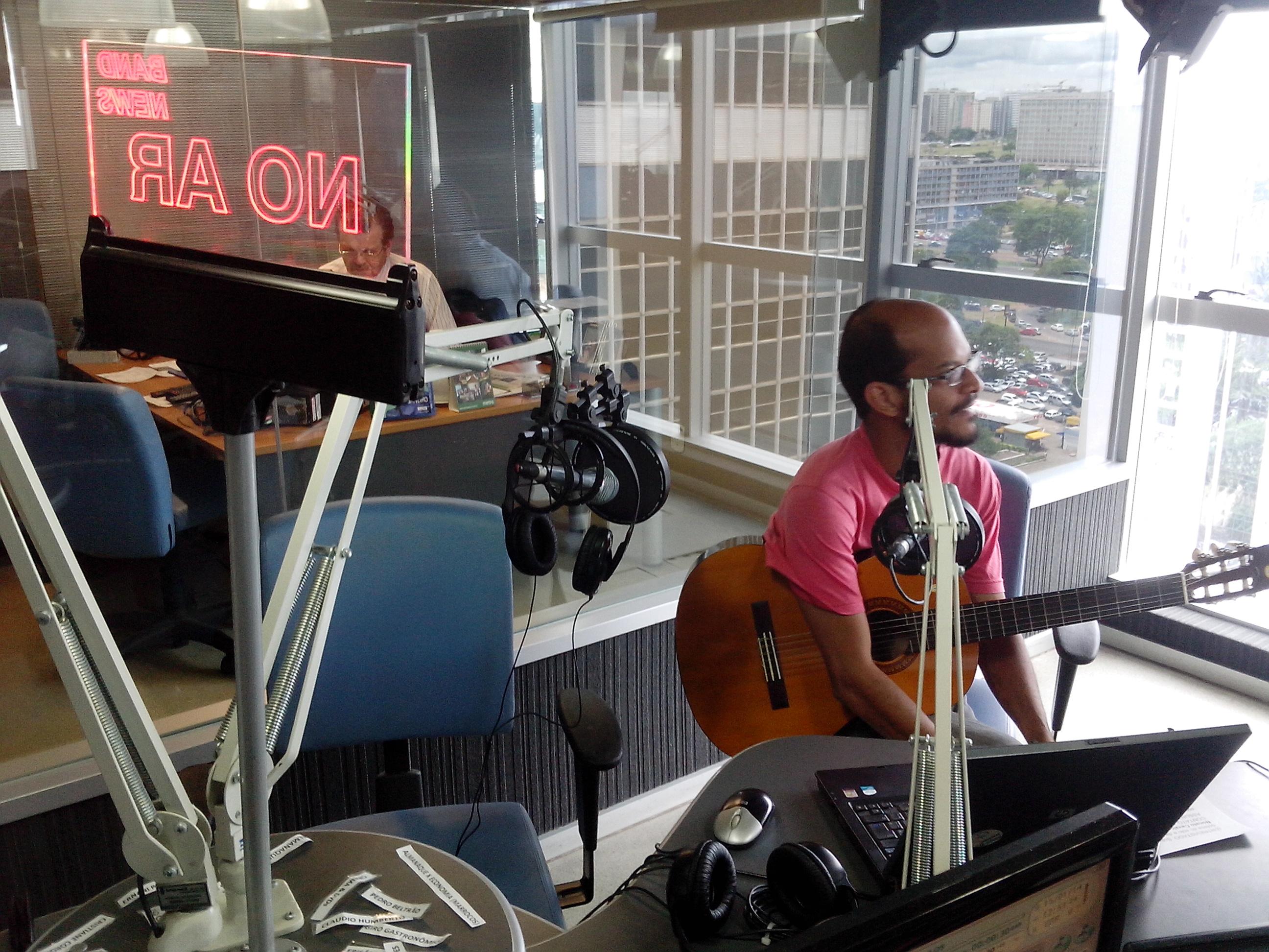 Leandro Morais dá entrevista na band news FM Brasília